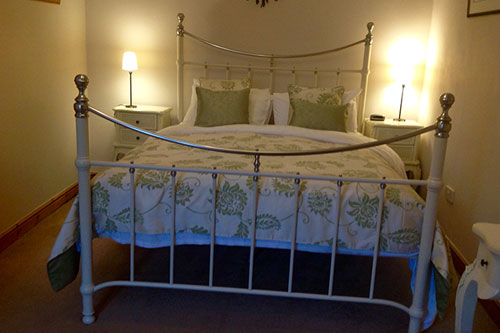 hawthorns catering cottage double bed